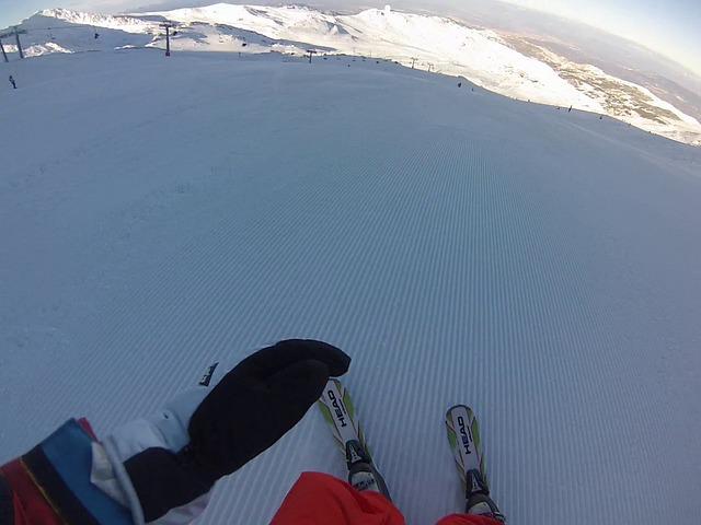 Clases de Esquí en Sierra Nevada: Disfrutar de tus vacaciones esquiando con sol y excelentes monitores