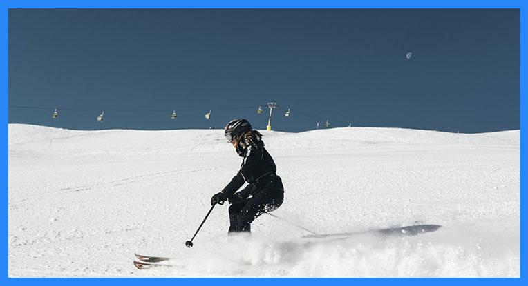 los esquís formen un ángulo de 90º